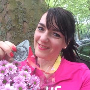 Welverdiende medaille + bos Marikenbloemen